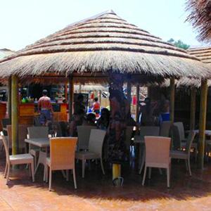 Ombrelloni In Paglia Africana.Arredi Per Stabilimenti Stile Africa In Canna Paglia Tegola