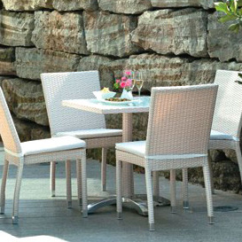 Table and bar chairs Rattan